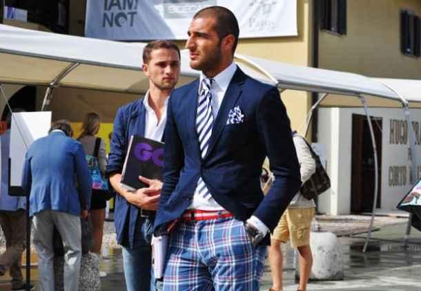 Sacou sport, cravata, batista de buzunar, pantaloni in carouri
