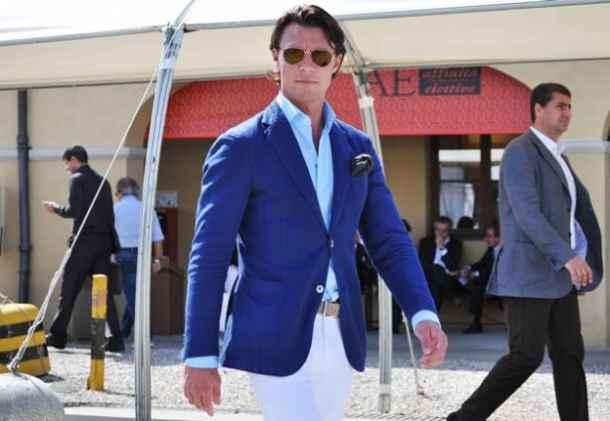 sacou albastru, pantaloni albi