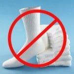 Evită purtarea șosetelor albe