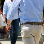 Cămaşa cu mânecă scurtă şi pantalonii trei sfert