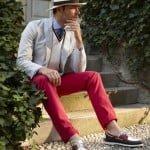 Despre pantalonii roşii