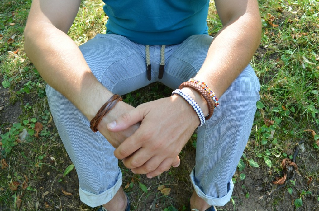 accesorii, bratara piele, tricou