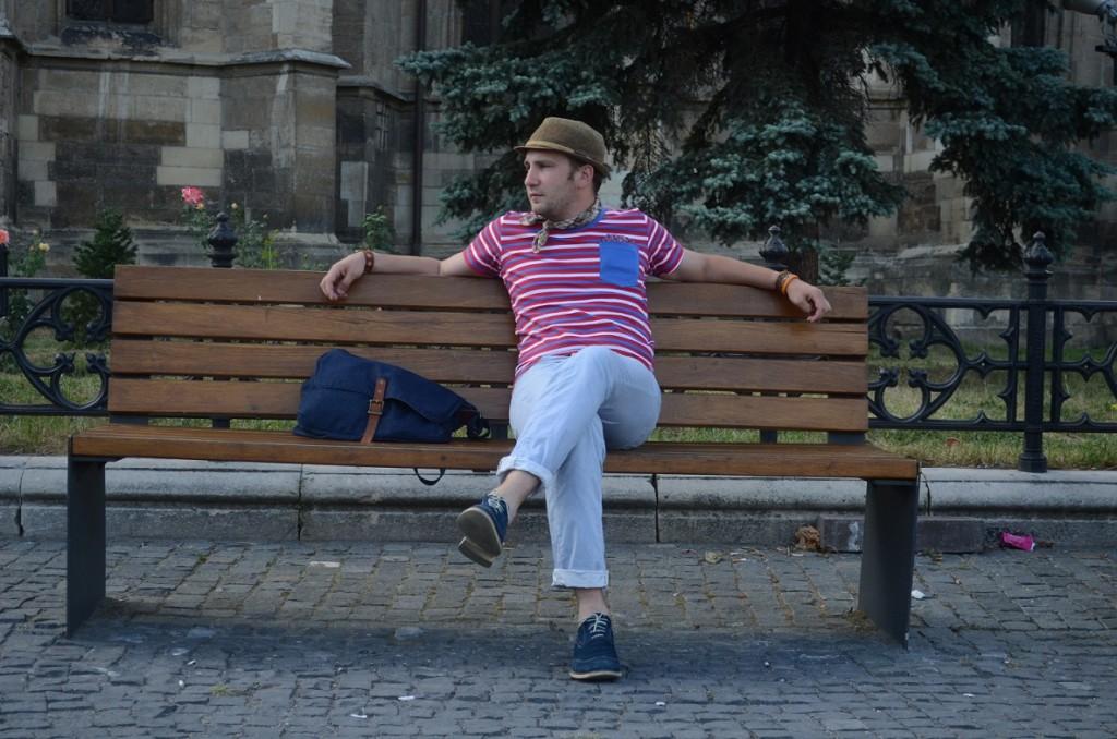Tricouri cu buzunar, polo și brățările din piele
