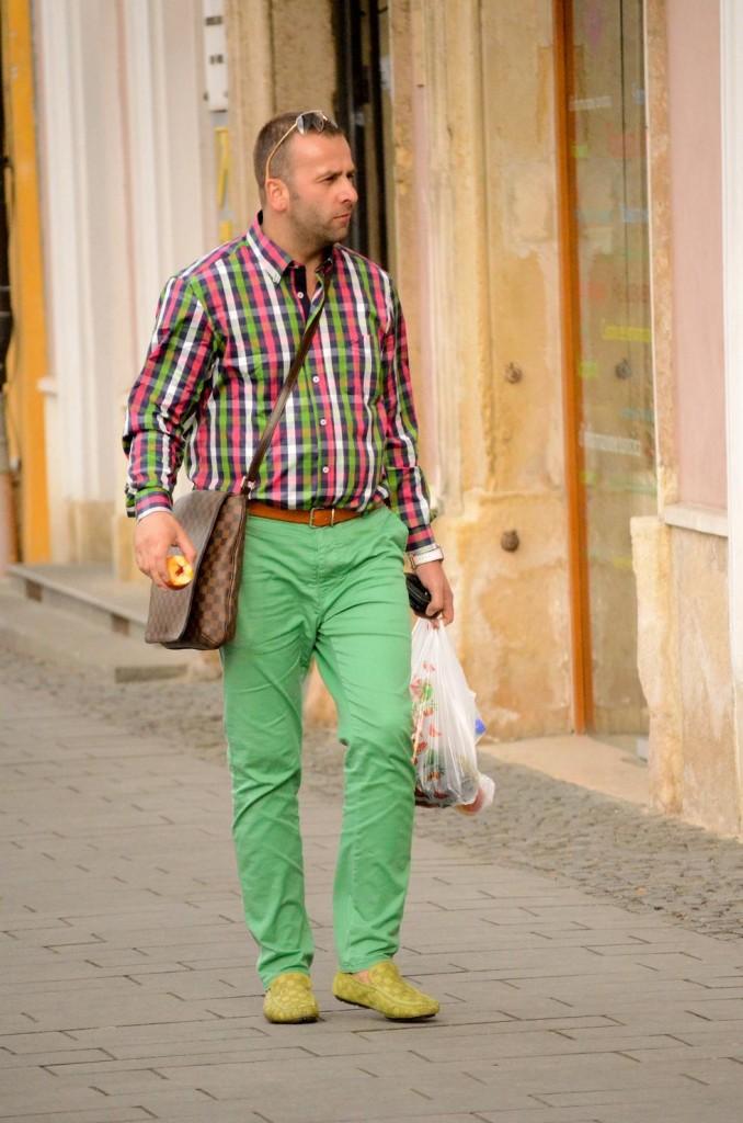 street style, cluj napoca, pantaloni verzi, camasa patratele, stil masculin