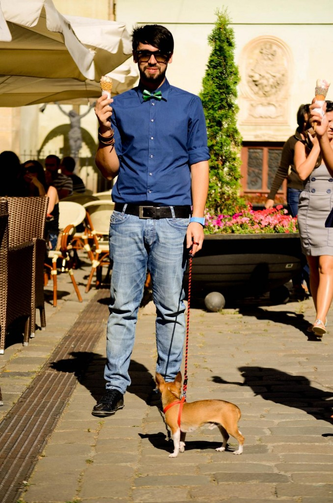 Street style, Cluj napoca, camasa bleumarin, jeansi