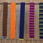 Cravate tricotate, papioane cu două feţe şi ace colorate