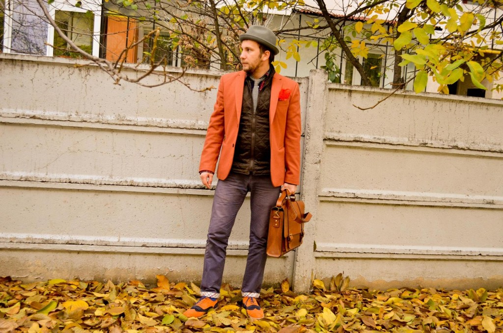 layering, vesta matlasata, sacou portocaliu, geanta