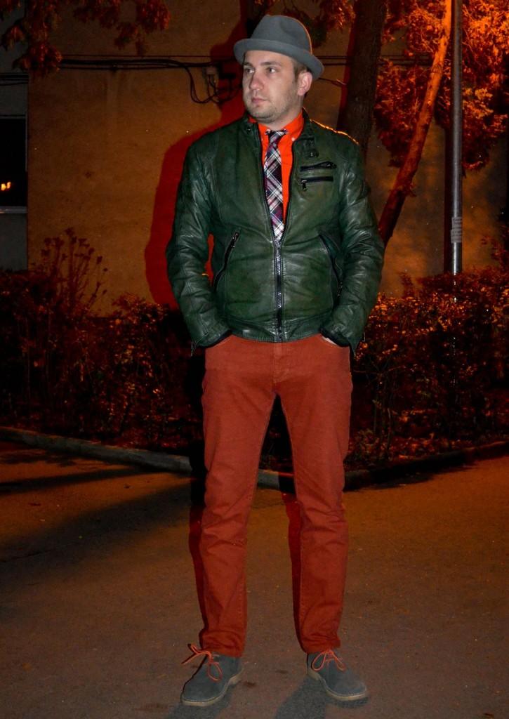 jacheta din piele, palarie, desert boots