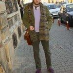 Haina din tweed şi fularul