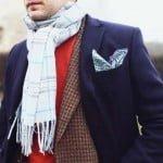 Pardesiul bleumarin, sacoul din tweed și fularul
