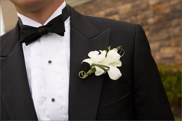 groom-20tux-20black-20bowtie