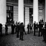 50 de bărbați în ținute formale și elegante