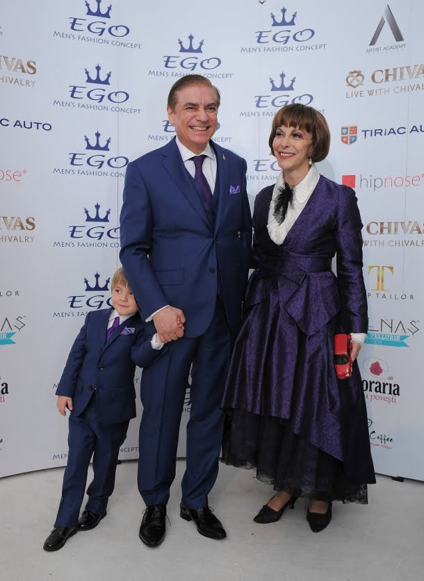 Printul Paul si Carol Ferdinand( vestimentatii EGO), alaturi de Printesa Lia
