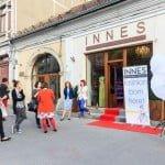Deschiderea magazinului de țesături Innes Designer's Delight