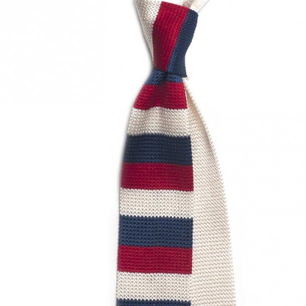 Cravata cu dungi albe, rosii si albastre