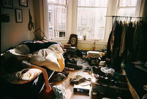 bed-clothes-girl-loft-messy-room-Favim.com-580981-500x336