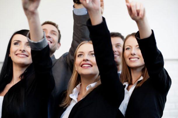 businesswomen-pointing-1024x682