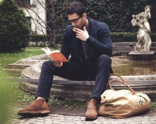 Un gentleman care citește