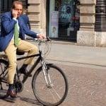 Ar putea face parte bicicleta din stilul personal al unui bărbat?