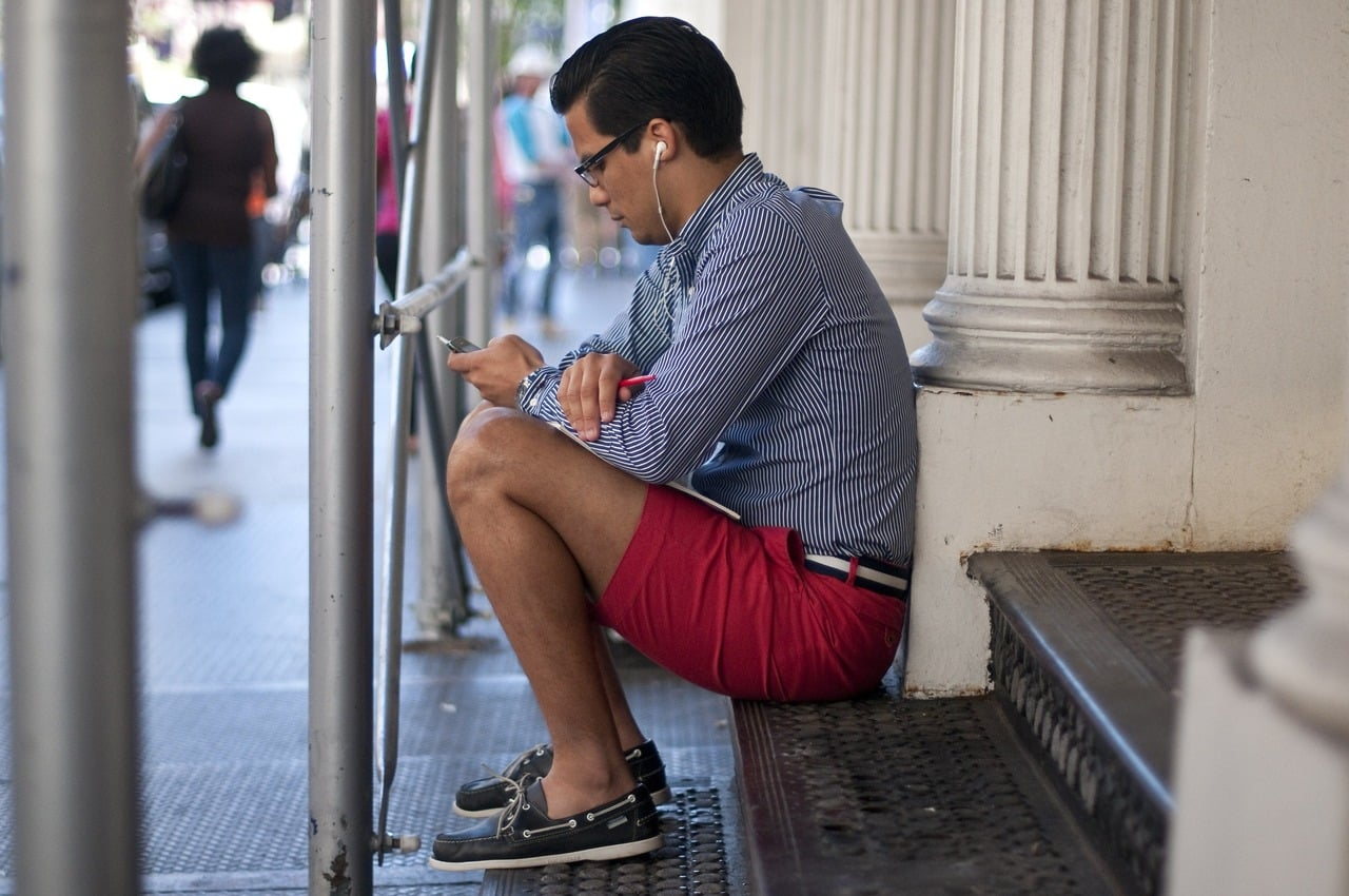 red-shorts-boat-shoes-men-style-fashion-blog-prep-preppy-streetstyle