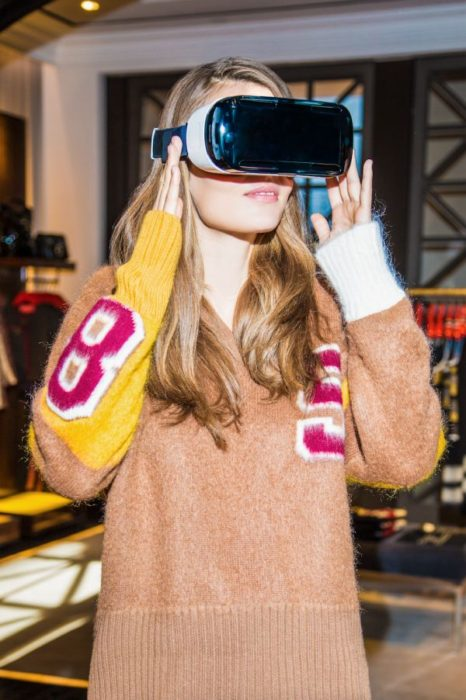 02_Model  Wearing Virtual Reality Headset in TH 5th Avenue Flagship Store_s