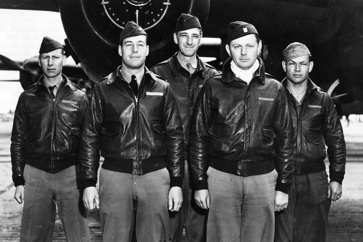 Jacheta bomber - scurt istoric și sfaturi de stil