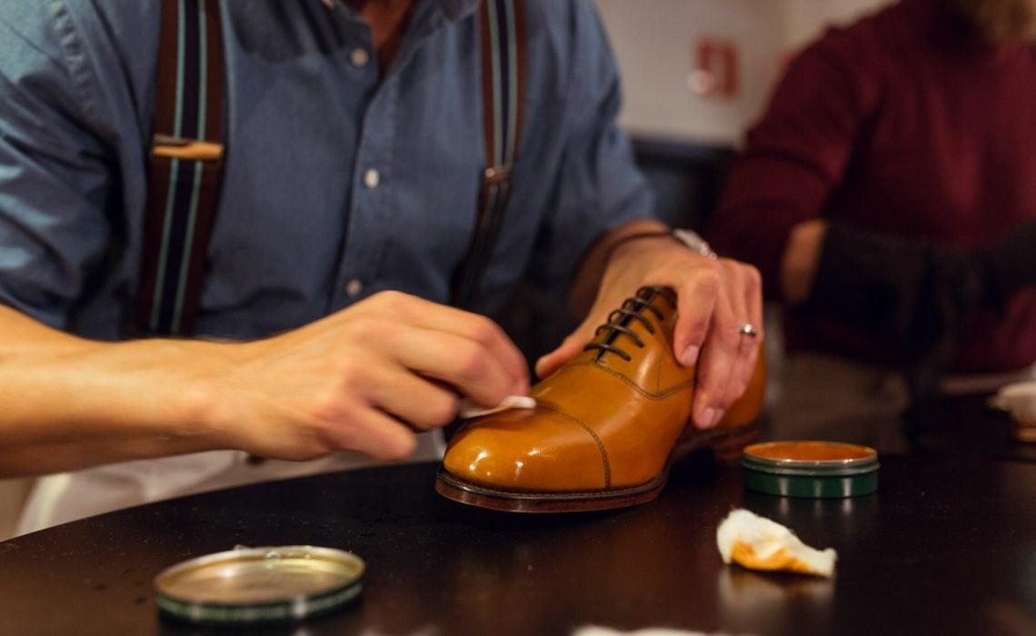 lustruit pantofi