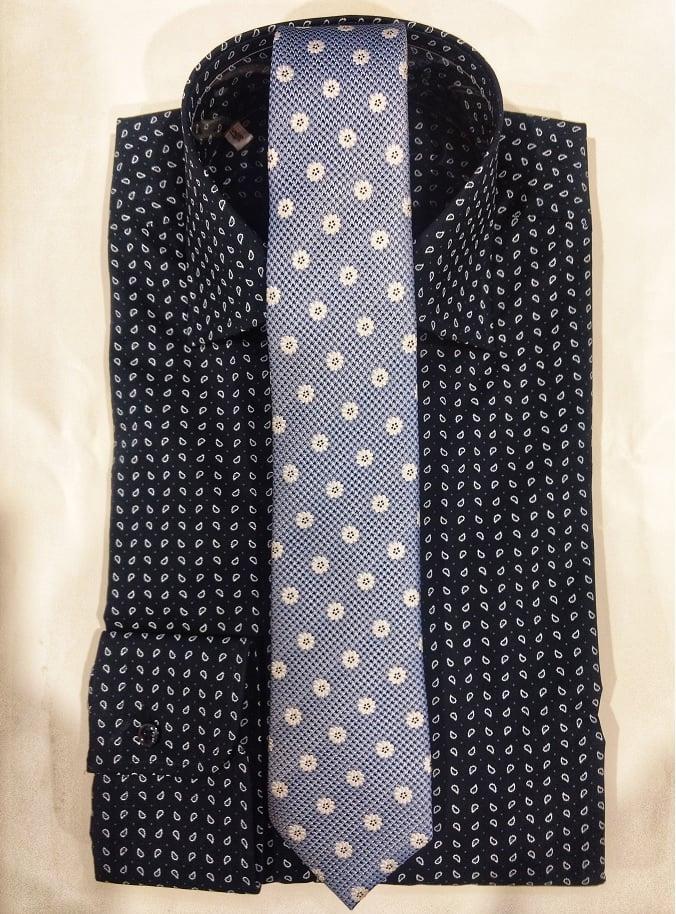 cămașă și cravată