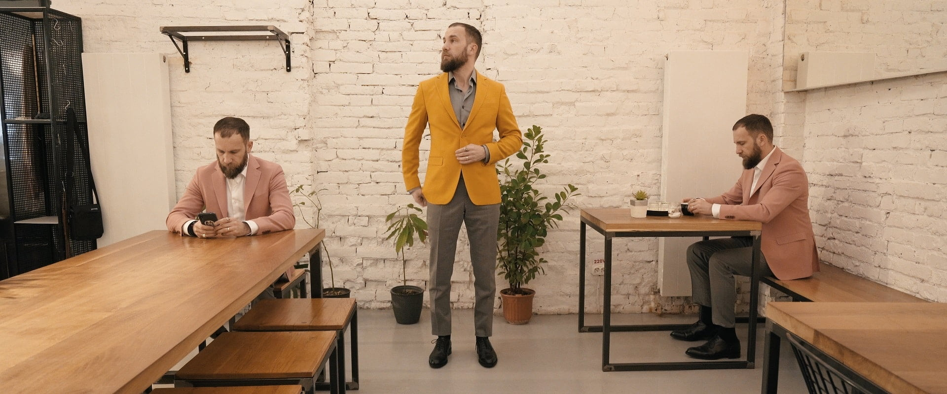 Cum purtăm sacourile colorate casual