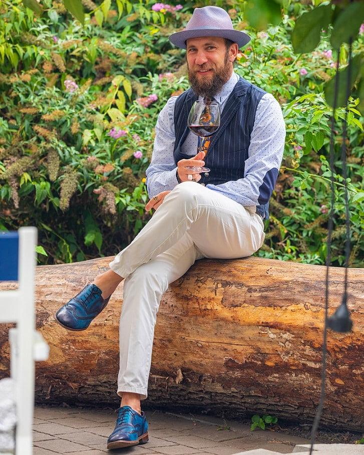 Pantalonii khaki – între formal și casual